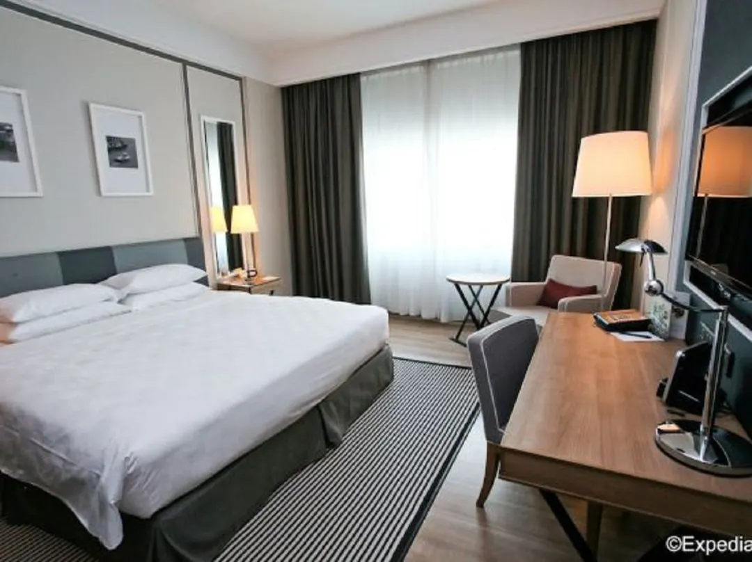 Orchard Hotel Singapore Premier King Room photos and amenities