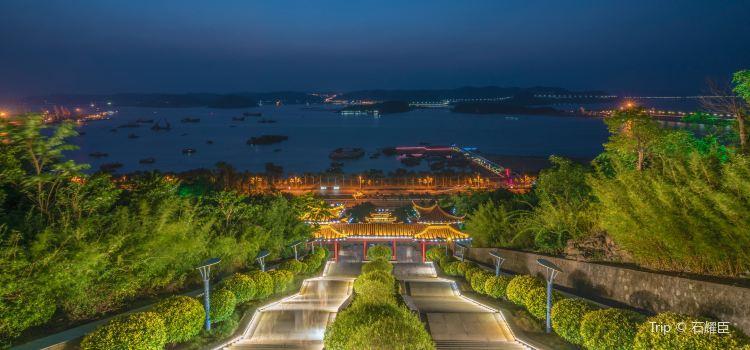 Xianrenshan Park (West Gate)1