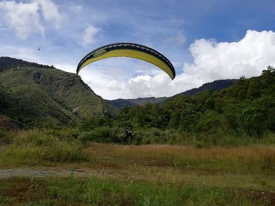神山滑翔傘
