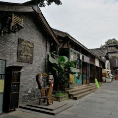 Wide and Narrow Alley User Photo
