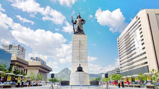 李舜臣雕像