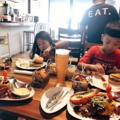 EAT. Bar & Grill User Photo