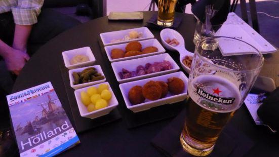 Axis Lobby & Cocktail Bar