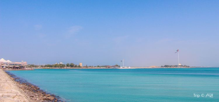 Abu Dhabi Corniche and Breakwater1