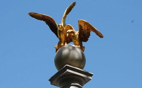 海鷗紀念碑