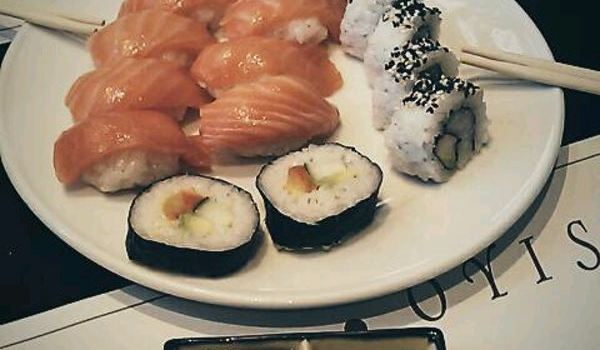 Sensational Wok Oyisi Reviews Food Drinks In Catalonia Barcelona Home Interior And Landscaping Pimpapssignezvosmurscom