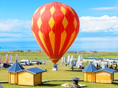 Hot Air Balloon over Qinghai Lake