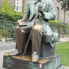 Statue of Hans Christian Andersen User Photo