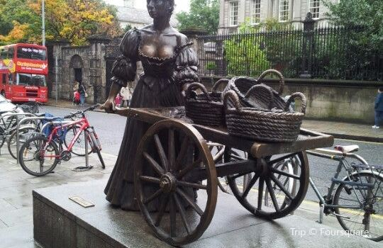 Molly Malone Statue Dublin1