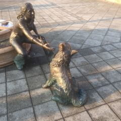 """""""Girl With Her Dog"""" Statue用戶圖片"""