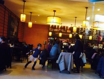 Bert's Cafe Contemporain