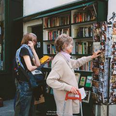 Shakespeare and Company Bookstore User Photo