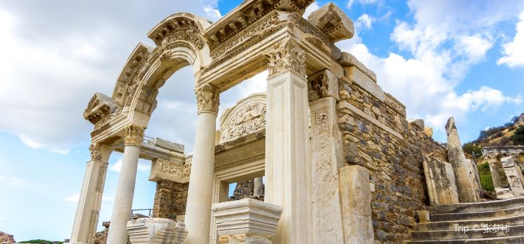 Temple of Hadrian1