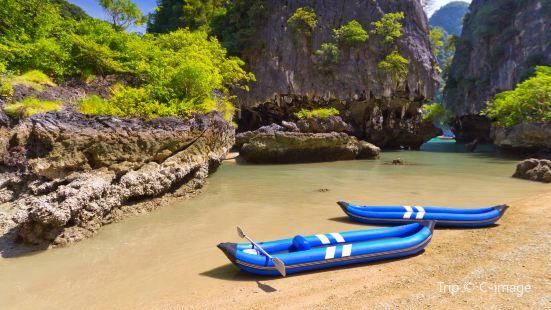 Phang-Nga kayaking