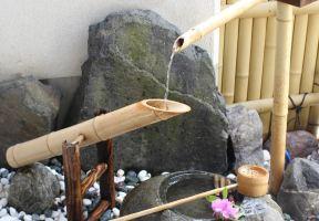 花中庭花屋日式旅館,在小庭院感受花香