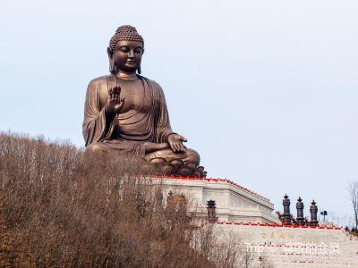 Dunhua Gold Peak Giant Buddha