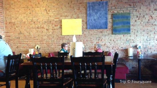 L & T Family Restaurant