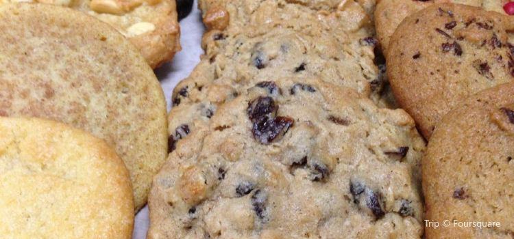Insomnia Cookies2