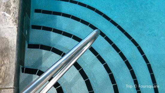 100 Fountain Spa