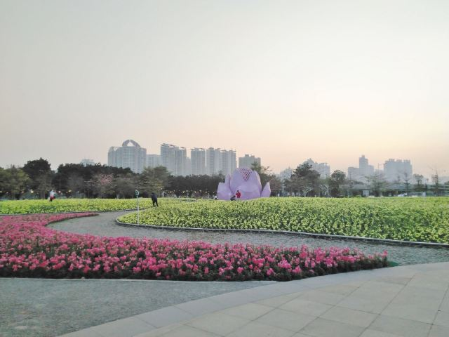 Hongcheng Park (East Gate)
