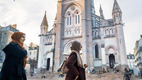 Cure de Notre Dame de Bon Port