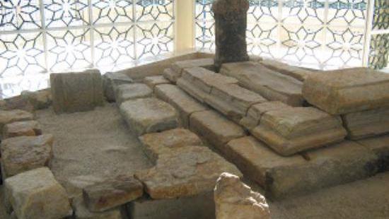Raja Ayang Mausoleum