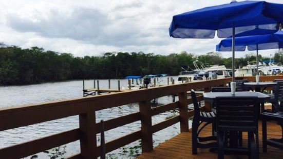 Dockside Deli at Hontoon Landing