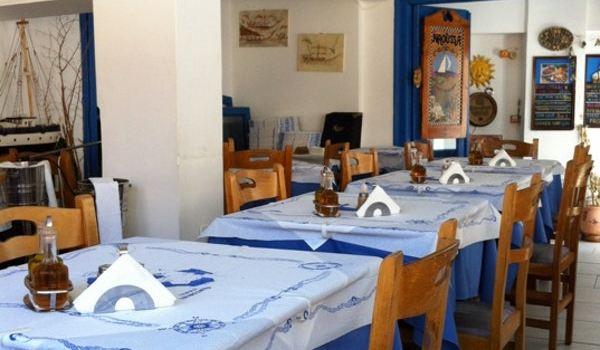 Naoussa Restaurant3