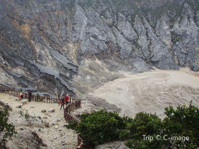 탕쿠반 프라후 산