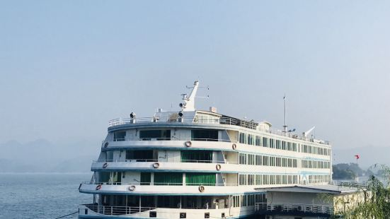 Qiandao Lake Earl Luxury Cruise