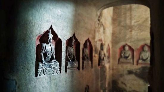 南響堂石窟