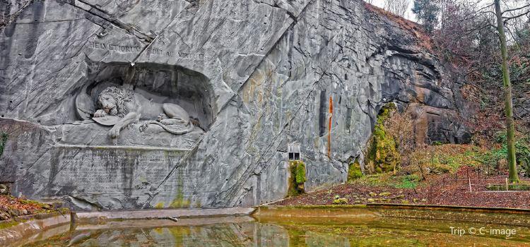 Lion Monument3