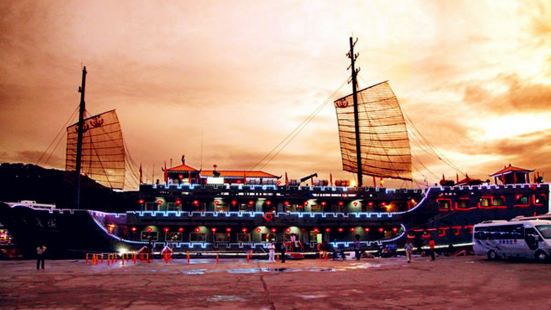 "The Night Tour on the Sanya Bay by the ""Great Wall on the Ocean"" Antique Cruise Ship"
