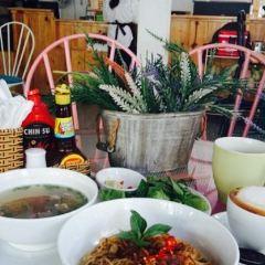 Le Petit Cafe User Photo