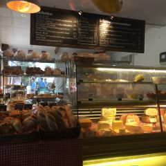 Gusto Y Gustos Deli and Bakery User Photo