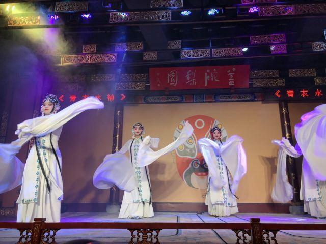 가이완얼∙리위안차관(개완아·이원다관, 쓰촨 전통극 변검 공연장)
