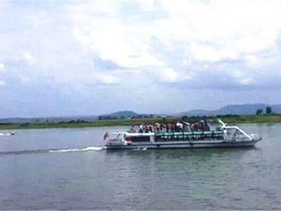 鴨綠江河口碼頭內河遊船