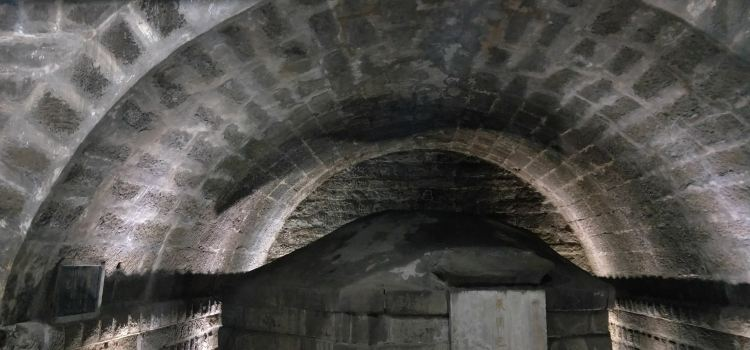 Ba Manzi Tomb1