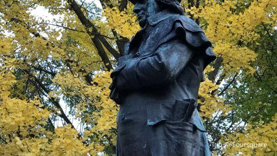 Robert Morris Statue