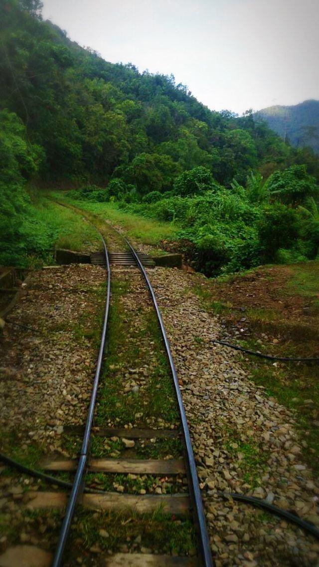 탄중 아루 기차역