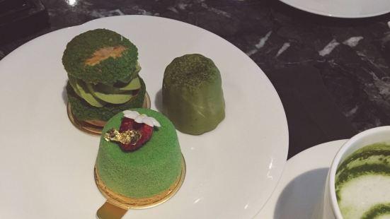 Café 100 by The Ritz-Carlton