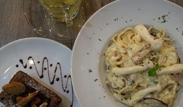 Meet Up Cafe & Bar2
