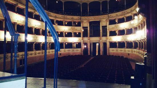 佩哥拉劇院