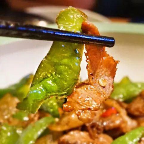 南寧這家湘菜館,剁椒魚頭比臉盆還大!