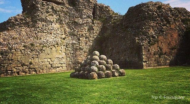 Pevensey Castle3