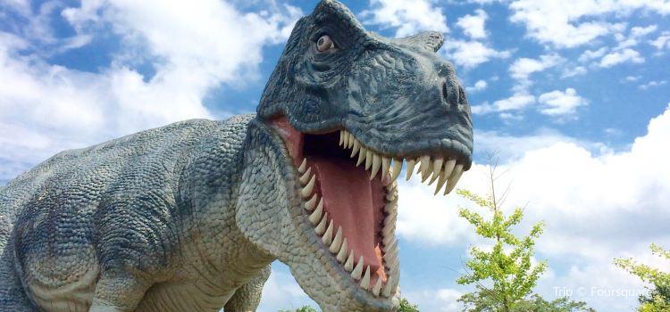 Dinosaur Adventure Golf3