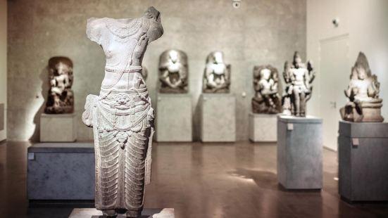 Guimet Museum (Musee National des Arts asiatiques Guimet)