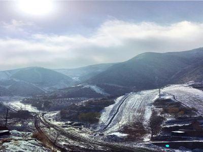 抱龍山鳳凰嶺滑雪場