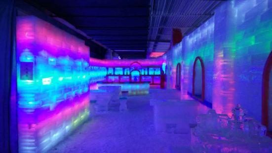 3匹のクマ雪氷王国氷雕刻館