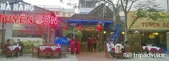Tuyen Son Restaurant
